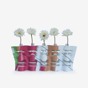 vase modulable multicolore en bâche publicitaire recyclée.