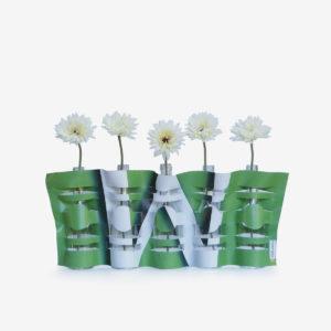 Vase modulable vert en bâche publicitaire recyclée.