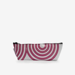 Trousse en bâche recyclée blanche et rayures rose.