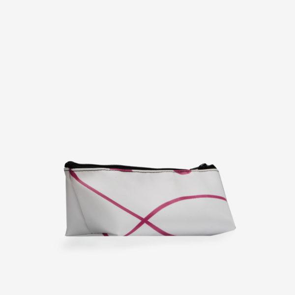 Dos de Trousse en bâche recyclée blanche et rayures rose.