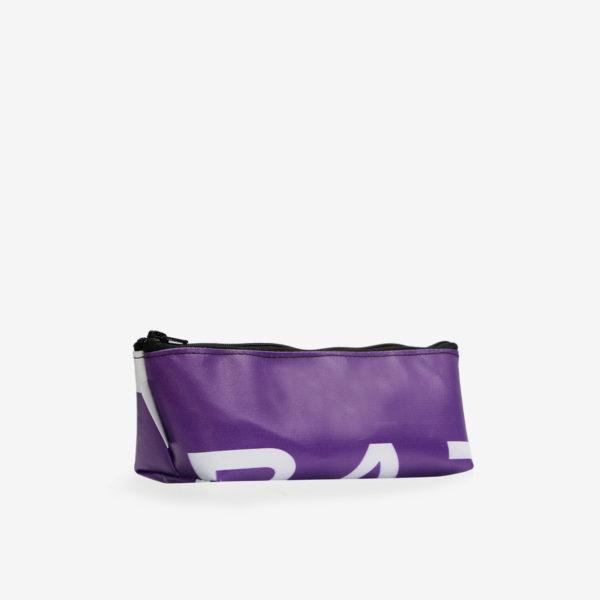 Dos de Trousse en bâche publicitaire recyclée violette.