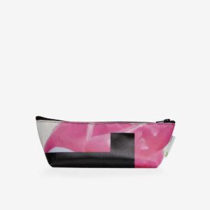 Trousse en bâche publicitaire recyclée rose.