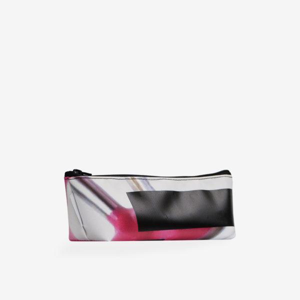 Dos de Trousse en bâche publicitaire recyclée rose.