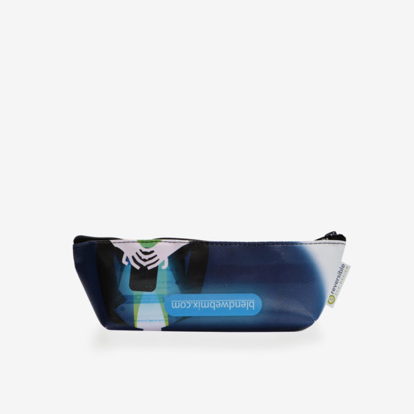 Trousse en bâche publicitaire recyclée bleue.