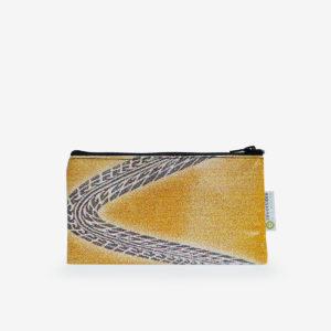 Trousse plate en bâche publicitaire recyclée jaune.