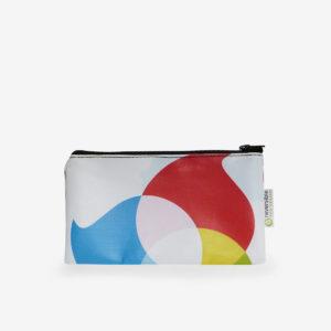 Trousse plate en bâche publicitaire recyclée graphique et colorée.