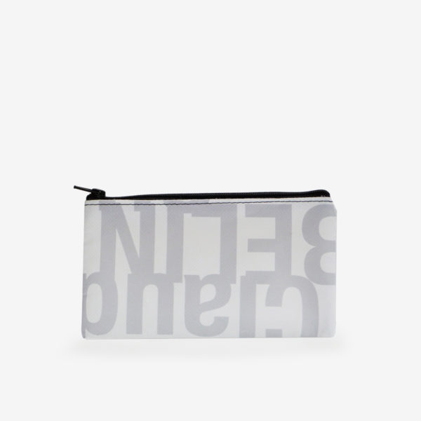 Dos de trousse plate en bâche publicitaire recyclée grise et blanche