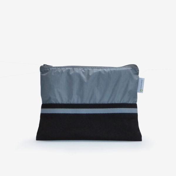 Trousse grise en toile de parapente.