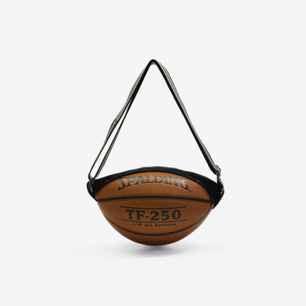 Sac en ballon de basket recyclé marron Spalding.
