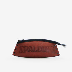 7 Trousse en ballon de basket Spalding.