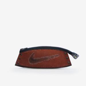 9 Trousse en ballon de basket Nike.