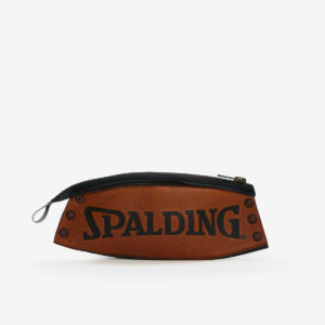 27 Trousse en ballon de basket Spalding.