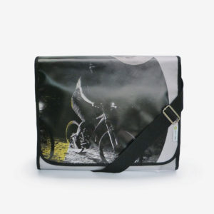 sacoche en bâche publicitaire recyclée, photo de cycliste.