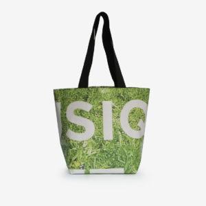Sac cabas herbe verte en bâche publicitaire.