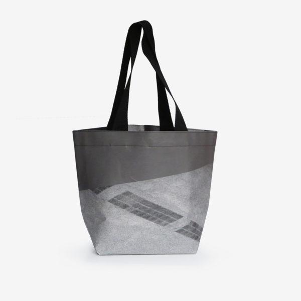 Dos de Sac cabas photo noir et blanc en bâche publicitaire.