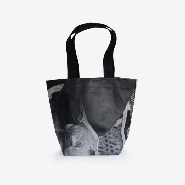 Dos de Sac cabas en bâche publicitaire issue d'une exposition photographique.