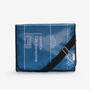 sacoche en bâche publicitaire bleue.