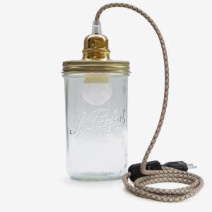 Lampe baladeuse fil beige couvercle doré en bocal de conserve en verre Le Parfait.