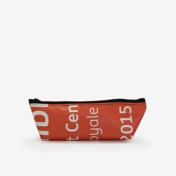39 Trousse en bâche publicitaire recyclée orange.