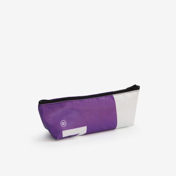 41 Dos de Trousse en bâche publicitaire recyclée violette.