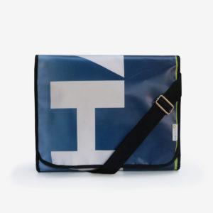 Sacoche bleue graphique en bâche publicitaire .