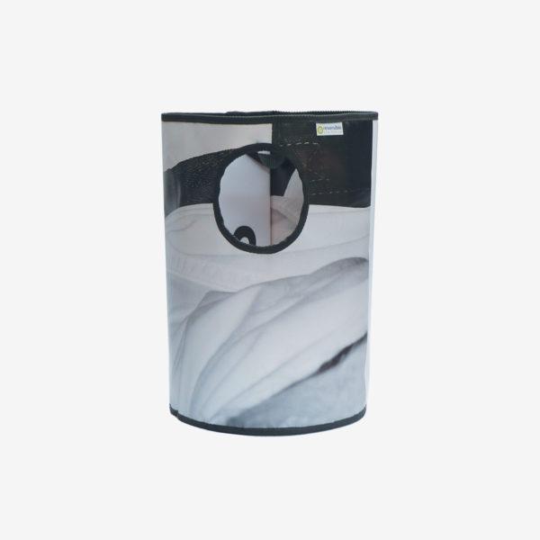 3 Corbeille noir et blanche en bâche publicitaire recyclée.