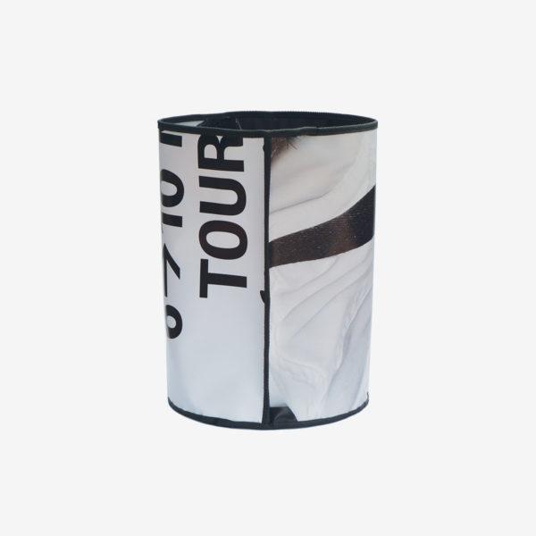 3 Dos de Corbeille noir et blanche en bâche publicitaire recyclée.