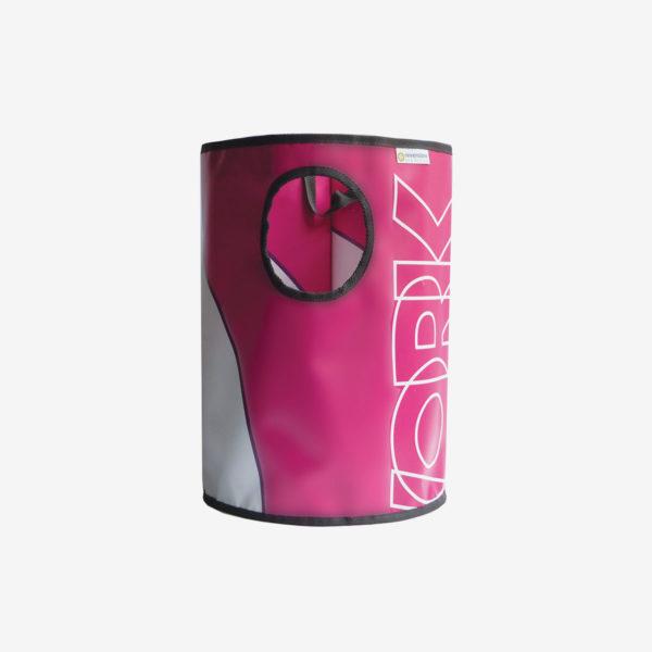 1 Corbeille rose en bâche publicitaire recyclée.
