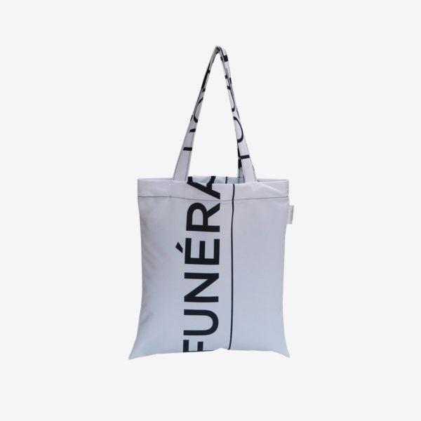 10 Dos de tote bag en toile publicitaire blanche et graphique.