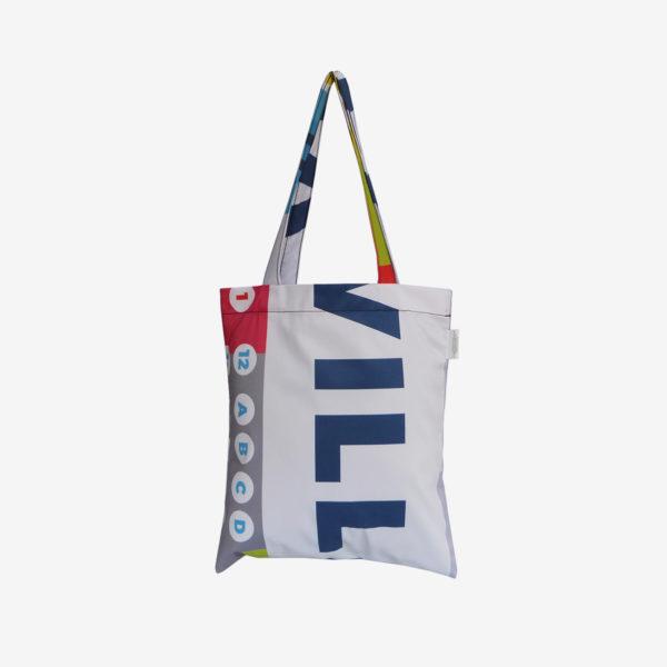 11 Dos de tote bag en toile publicitaire blanche et graphique.
