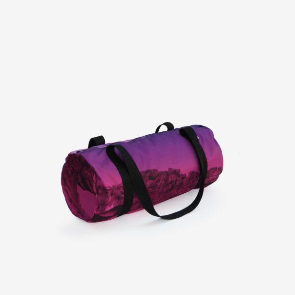 13 sac de sport en toile publicitaire violette.