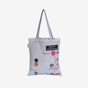 17 tote bag en toile publicitaire blanche et graphique.