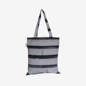 18 Tote bag en toile publicitaire noire et blanche.
