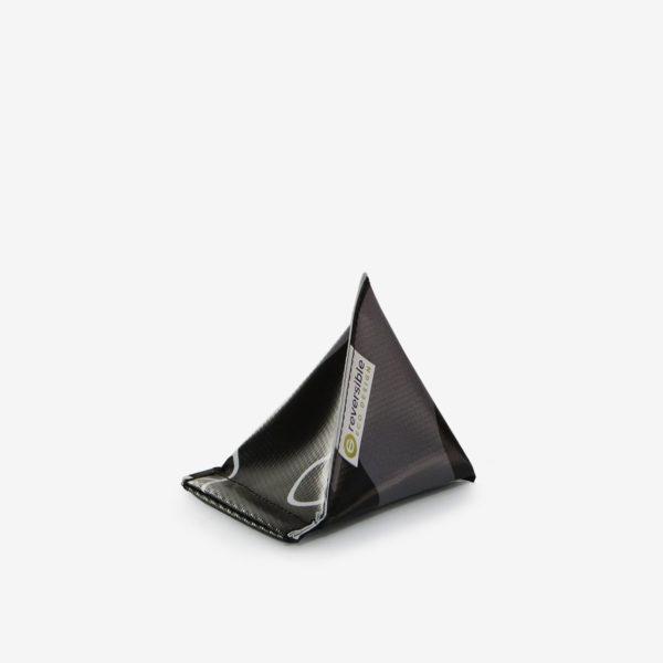 26 Porte-monnaie en bâche publicitaire recyclée noire.