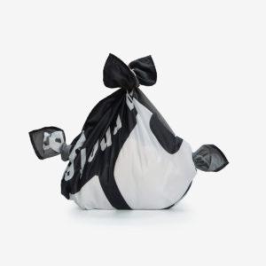03 Furoshiki plié en toile publicitaire noire.