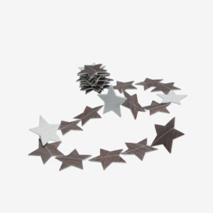 Guirlande d'étoiles en chute de sol vinyle imitation bois.