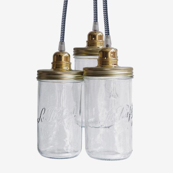 Suspension avec trois bocaux le Parfait. Couvercle doré et fil textile zig zag noir et blanc.