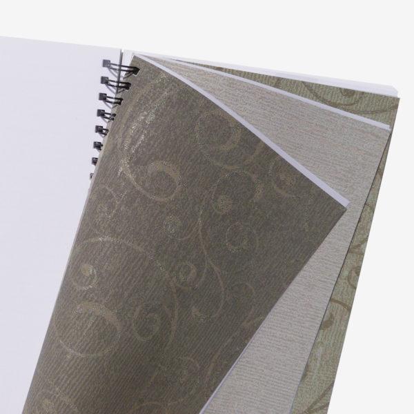 3 Pages intérieures de carnet en papier peint recyclé.