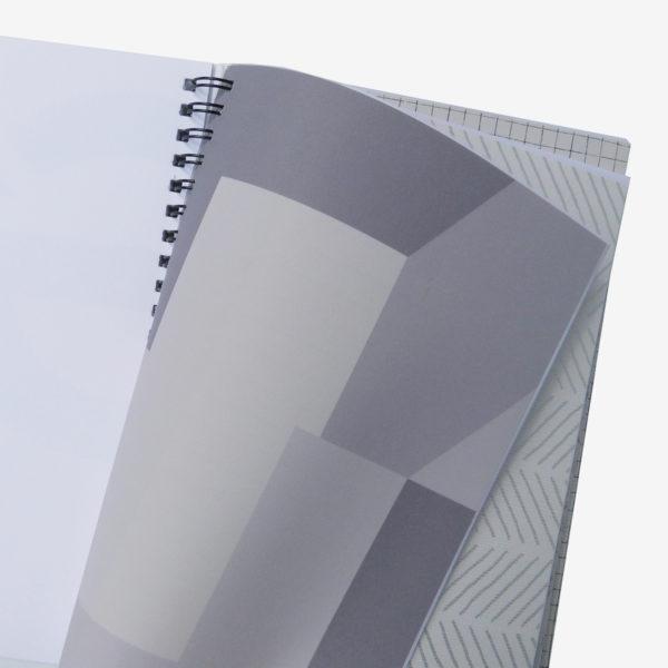 5 Pages intérieures de carnet en papier peint recyclé tons gris.