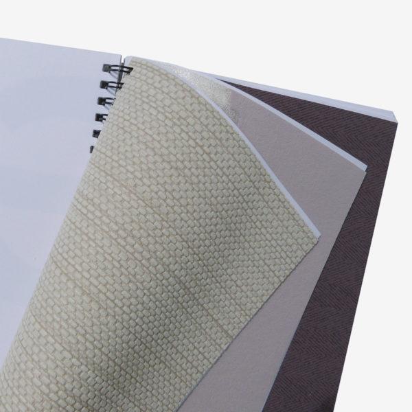 9 Pages intérieures de carnet en papier peint recyclé tons beiges.