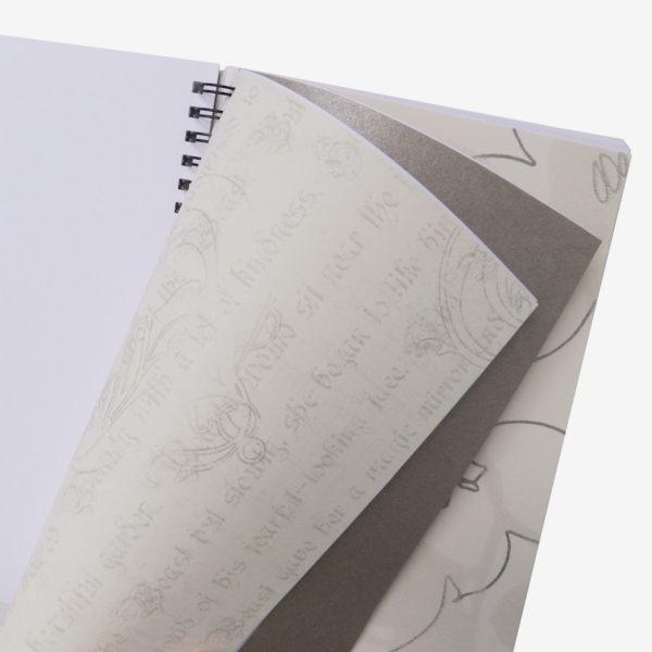 14 Pages intérieures de carnet en papier peint recyclé tons blancs.