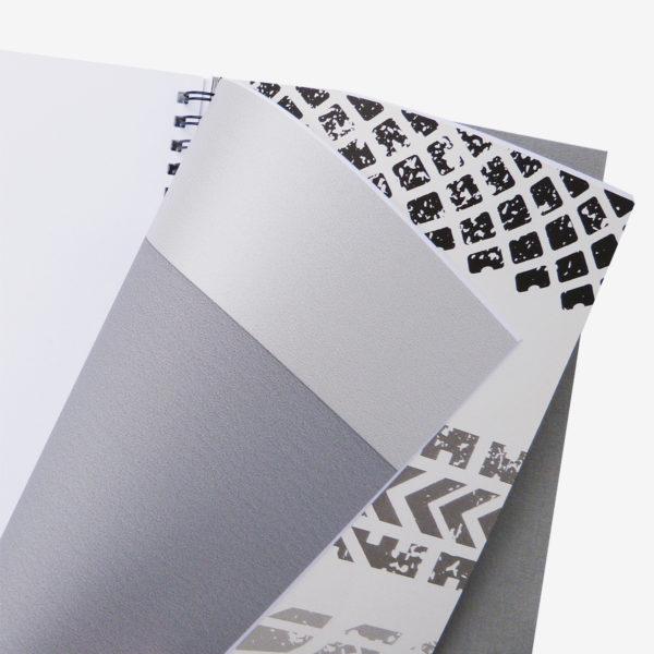 17 Intérieur de carnet en papier peint recyclé graphique.
