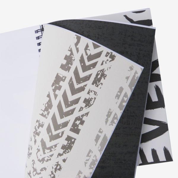 19 Pages intérieures de carnet en papier peint recyclé tons gris.